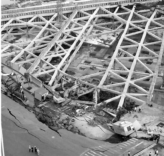 三墩200余平方米路面塌陷,幸无人员伤亡图片 266410 550x523