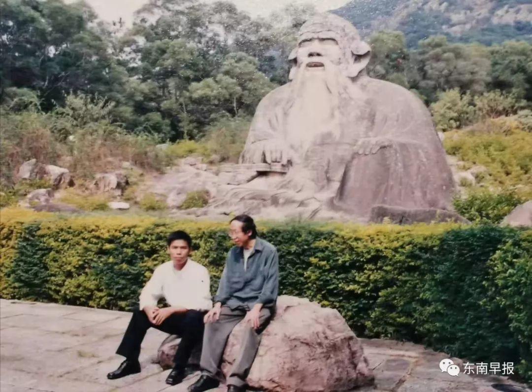 黄永砯和戴毅强在老君岩前合影