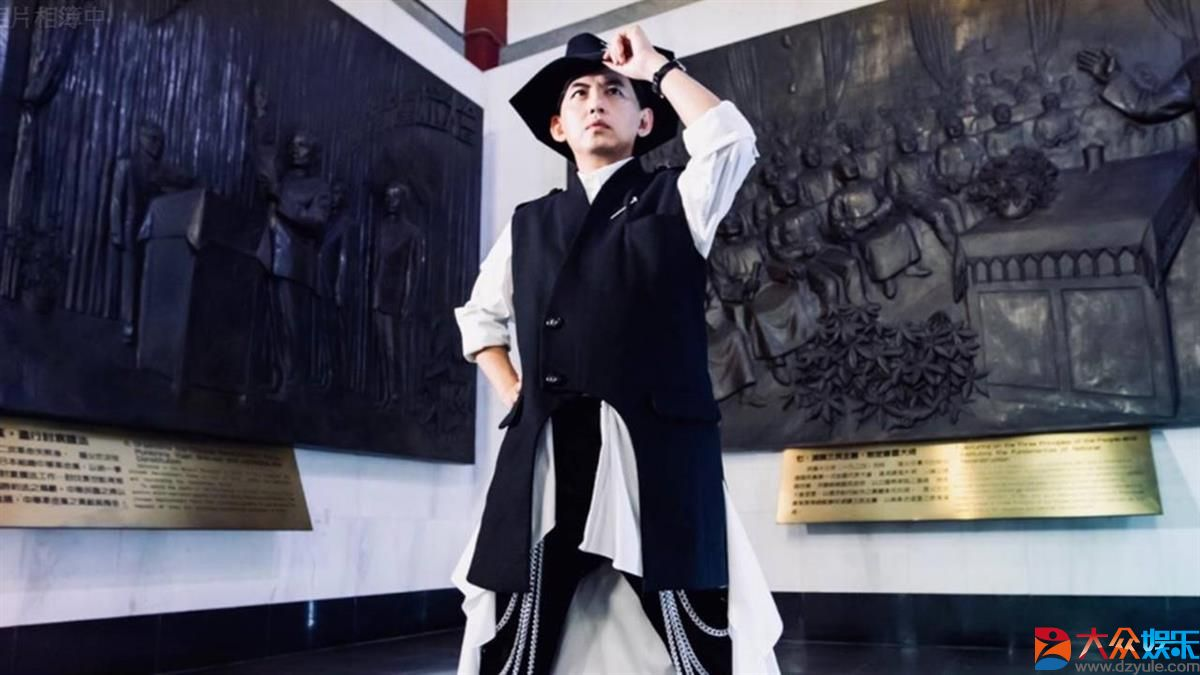 金钟双料王黄子佼获两座最佳主持人奖