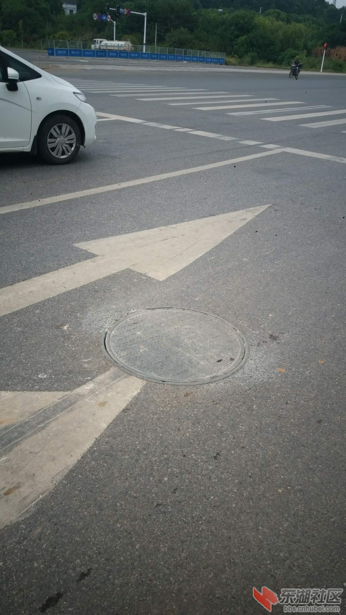 蔡甸区天鹅湖大道与黄兴路交汇处下水井盖待修复 区交通运输局 已修复完工