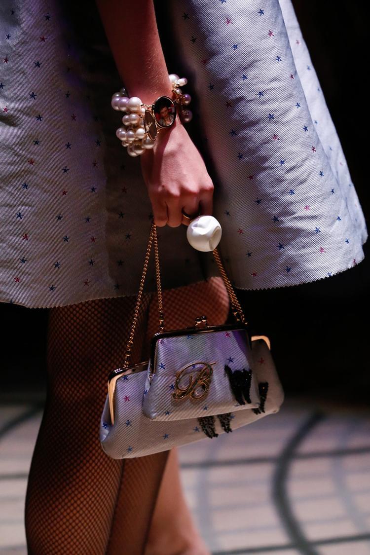 dior 新的珠宝设计师来自日系潮牌,以及,supreme 和 rimowa 发布行李