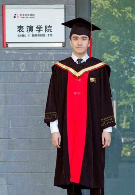 翟天临毕业照。图片来自网络