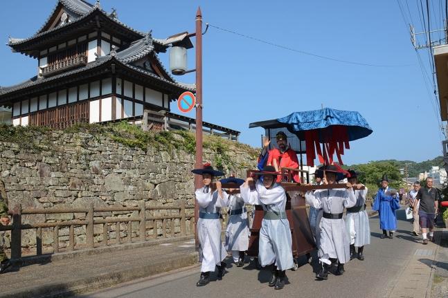 资料图:韩国在对马岛举办的韩日文化交流活动。(sisain网站)