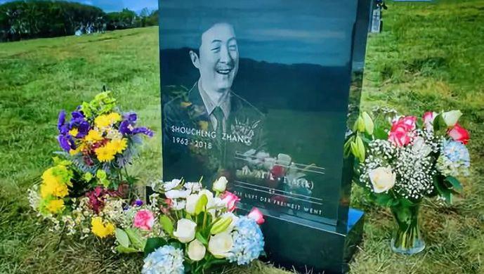 张首晟夫人推怀念长文:今天为你树起一座墓碑