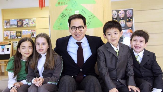 他是香港船王的外孙,曾改变英国学校传统,如今创立上海私立名校|在上海的香港人①