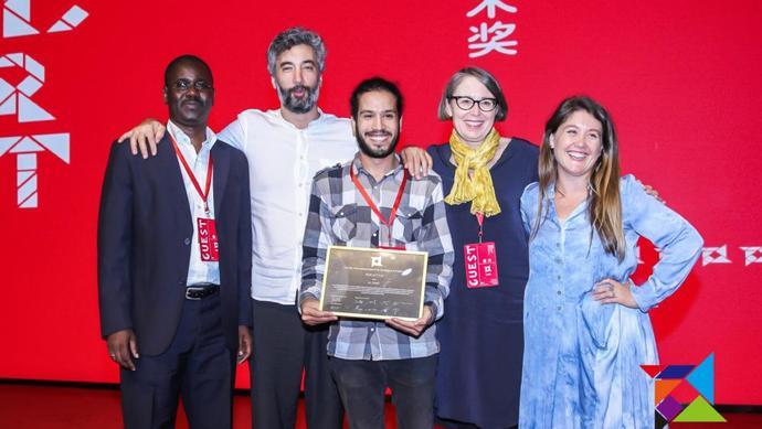 第四届国际公共艺术奖在沪揭晓,全球大奖给了这件作品是因为……