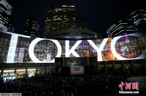 当地时间2017年7月24日,日本东京,当地使用灯光投影技术,为2020年东京奥运会和残奥会造势。
