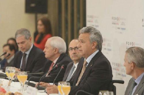 """厄瓜多爾總統莫雷諾(右二)在推特上發佈的27日在馬德裡參加""""美洲論壇""""活動的照片。他在活動上表示阿桑奇將離開厄瓜多爾駐英國大使館。"""