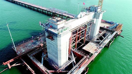 图为:在建的襄阳庞公大桥。(湖北日报全媒记者 姜远海 通讯员 吴芊芊 摄)