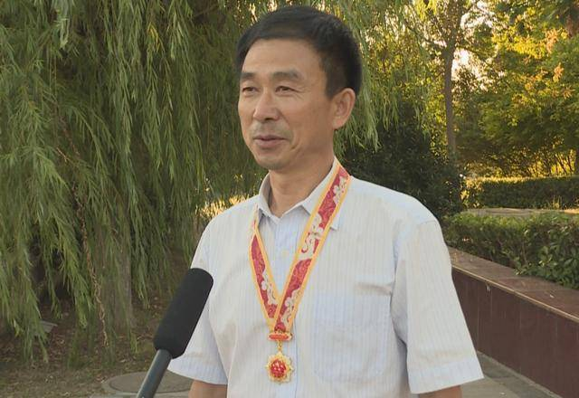 """灌云""""甘薯大王""""刘敏捷荣获""""庆祝中华人民共和国成立70周年""""纪念章"""
