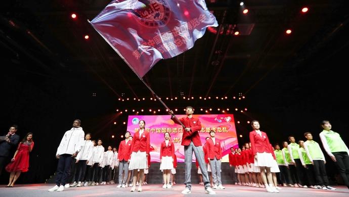 """廖昌永、胡歌等用这首歌表达了什么,5000多名进博会""""小叶子""""上岗宣誓"""