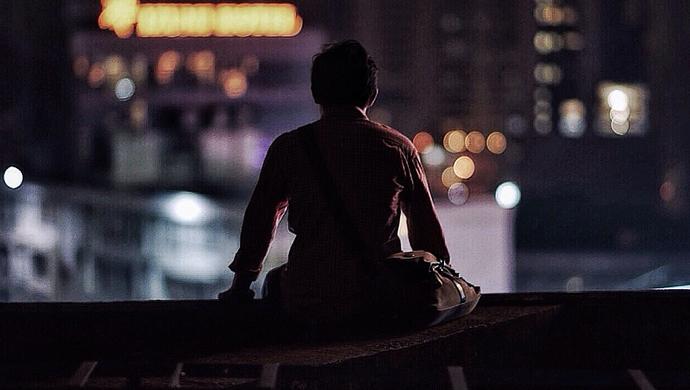 亚洲城游戏提钱多久到 - 小封写诗丨诗两首《港湾》、《黑色》作者 小封