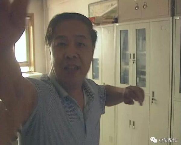 城乡规划局工作人员辱骂记者抢摄像机 官方回应