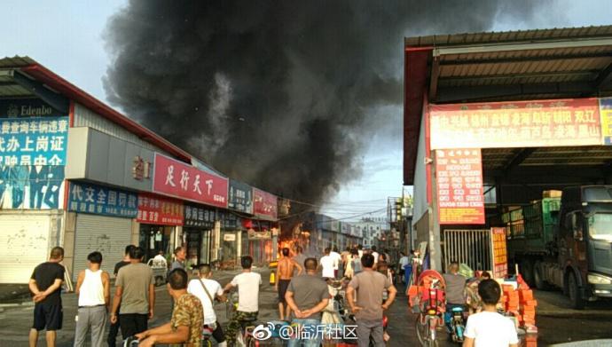 山东临沂一市场突发火灾 暂无人员伤亡