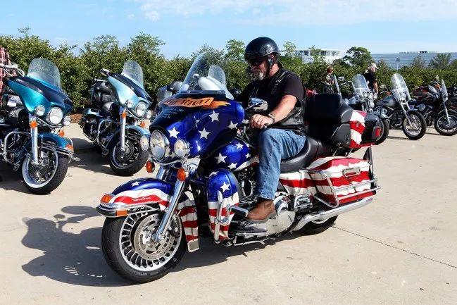 ▲一辆喷绘有美国国旗图案的哈雷摩托车(盖帝图像)