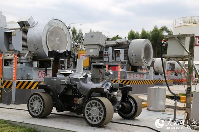 中石化销售华南:第四代智能巡检机器人上岗