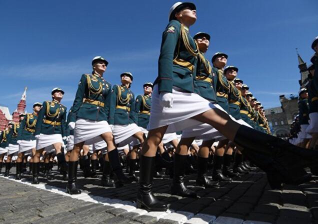 俄军女兵部队亮相红场阅兵 脸上笑容彰显自信(图)贵州智诚吧