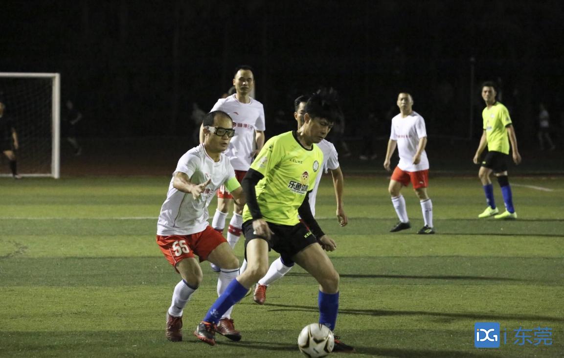 东莞市第二届市民运动会足球比赛打响,16支球队参与角逐