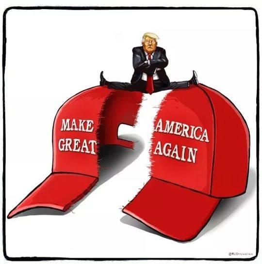 """▲[时事漫谈]特朗普上台一年来,没有让美国变得""""再次伟大"""",而是撕裂了美国。(美国报刊漫画家协会网站)"""