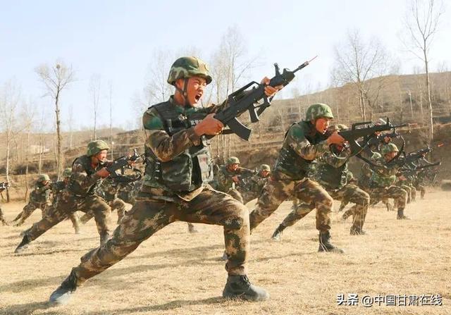 原创甘南高原气温骤降 寒气袭人 武警甘肃省总队砺练新兵 个个犹如小老虎