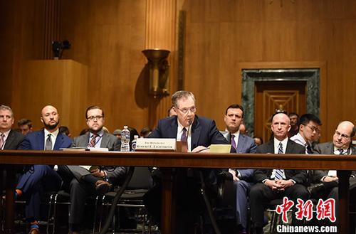 当地时间3月22日上午,美国贸易代表莱特希泽在参议院财政委员会的听证会上,阐述美国总统特朗普的贸易政策。当天中午,特朗普签署针对中国的总统备忘录。 中新社记者 邓敏 摄