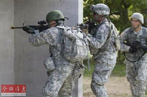 图为驻欧美军部队正在进行训练