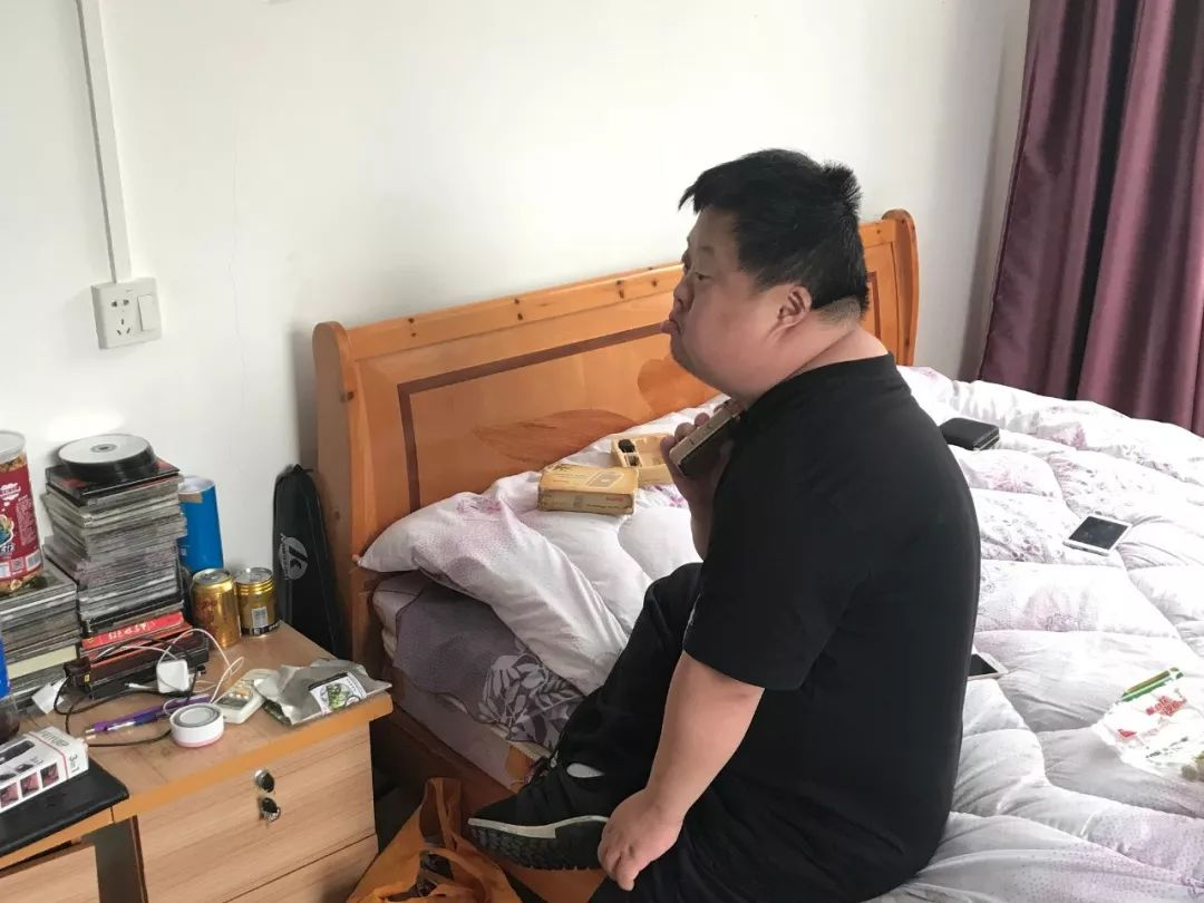 ▲现在的舟舟。新京报记者王佳慧摄