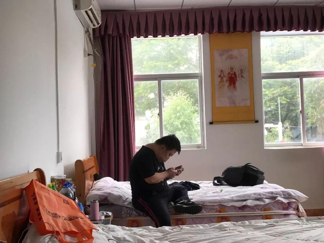 ▲舟舟和父亲居住的单间。新京报记者王佳慧摄