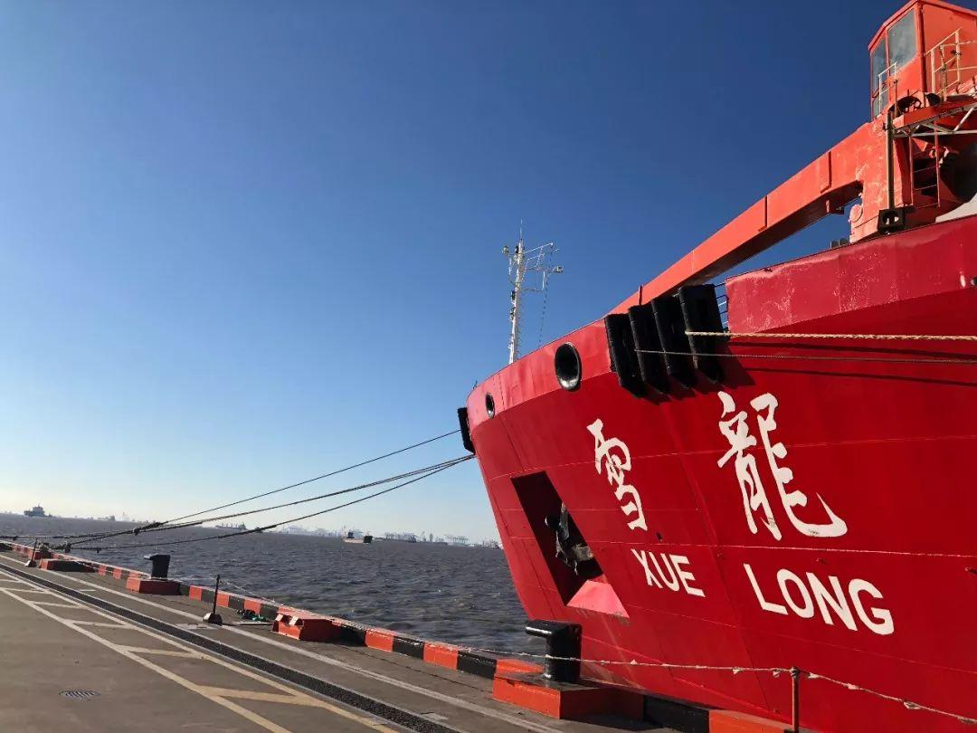 7月20日,停靠在上海港的雪龙船
