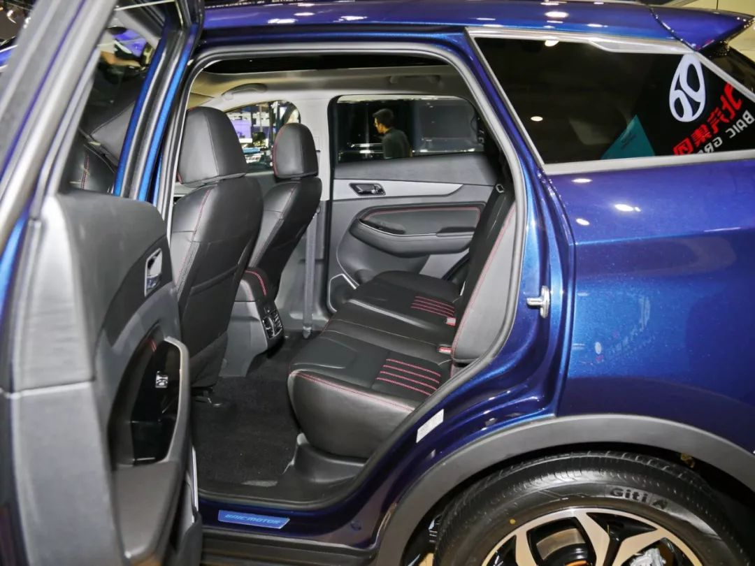 "1.5T+CVT,10万内这台全新国产SUV,内饰很有""奔驰味""!"