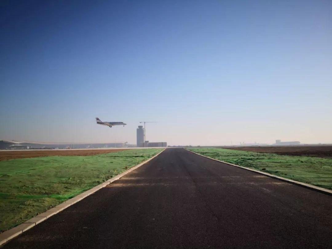 图:大兴机场首次校飞 吕志农 拍摄