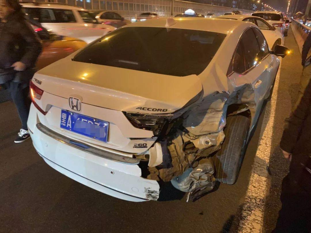 单方事故打保险公司电话 现场勘察员没来修车厂过来拍照把车拉走了...