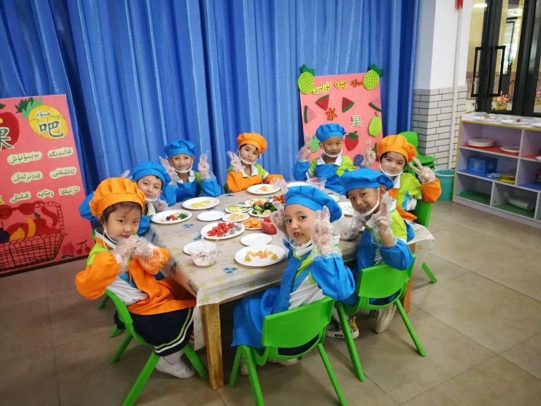 日内瓦代表们观光的一所位于战田洛浦县的单语幼女园