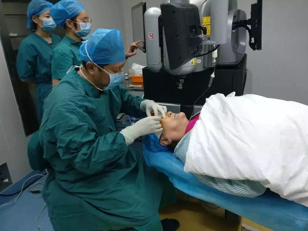 【暖心】七旬白内障奶奶急着做手术,因为这件事她放不下