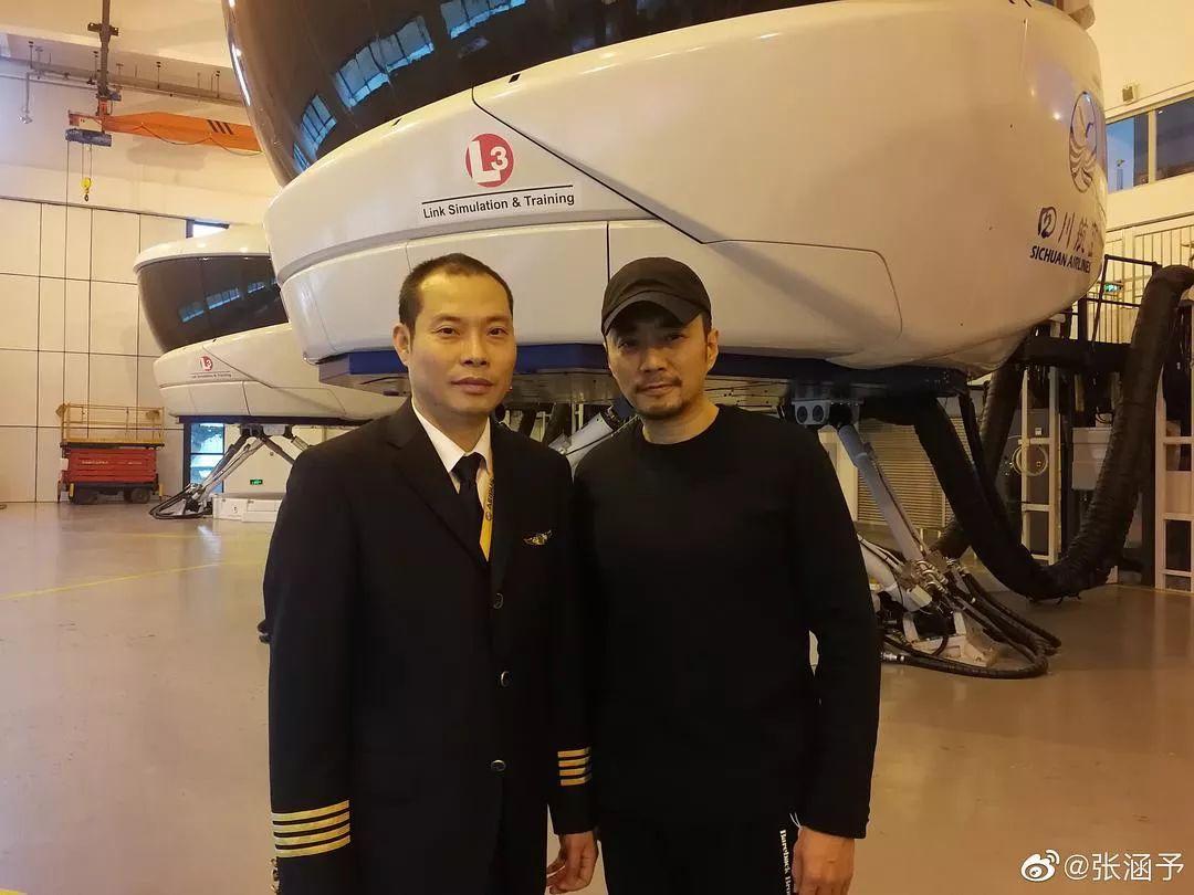 川航机长刘传建和扮演他的张涵予