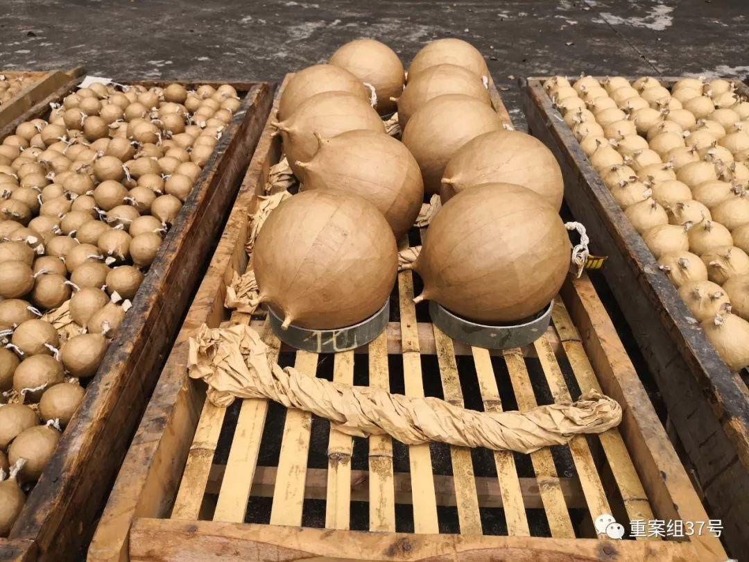 ▲李渡烟花集团经过几个月上百次努力, 制作出70根蜡烛烟花所需的礼花弹。新京报记者 王飞 摄