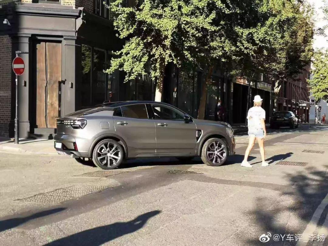 搭载2.0T发动机,又一轿跑SUV抢先曝光,大溜背超帅气!