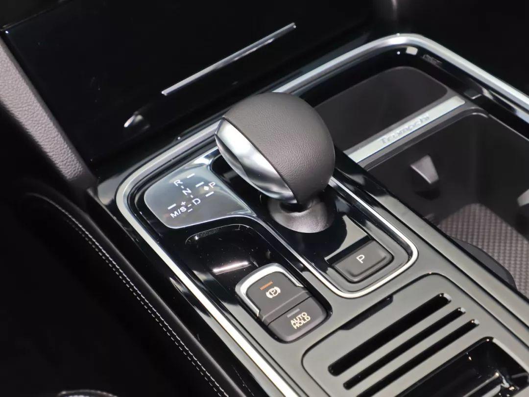 搭载全新2.0T发动机,又一高端国产SUV已到店,能火吗?