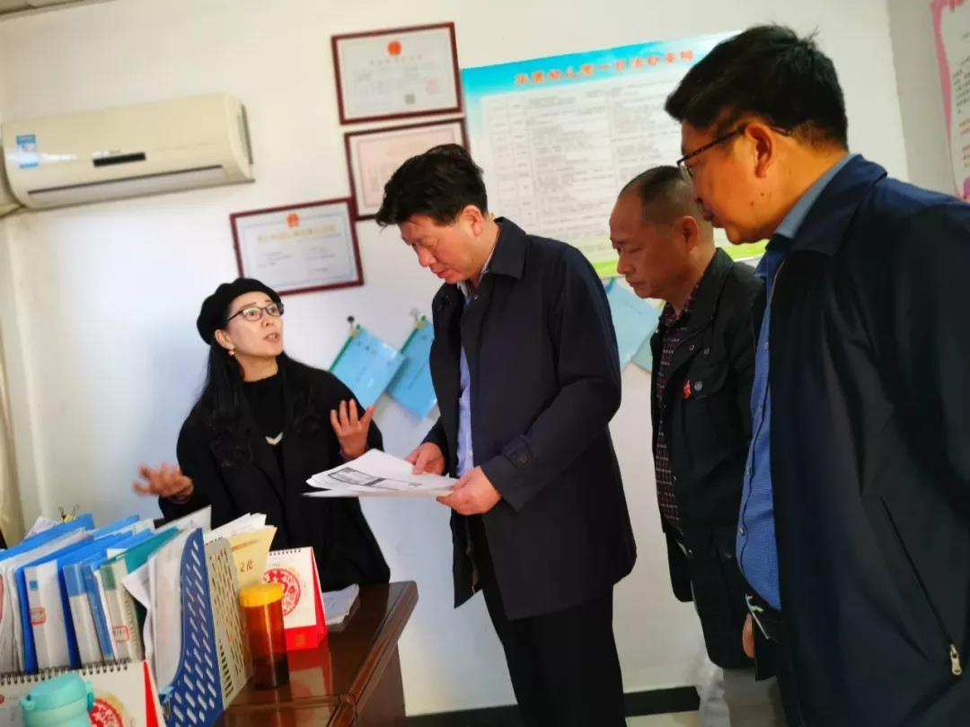 九江市教育局副局长何明赴都昌县检查学校安全工作
