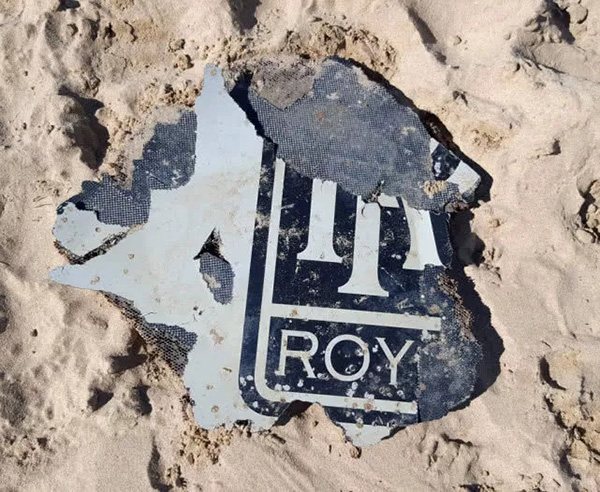 发现的疑似MH370客机的碎片