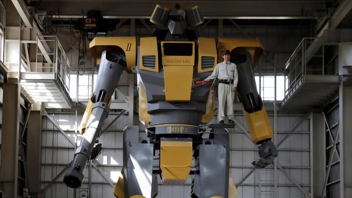 日本工程师制造28英尺高巨型机器人_体重超7吨
