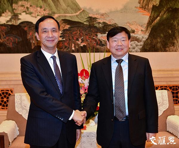 3月22日,江苏省委书记娄勤俭在南京会见了台湾新北市市长朱立伦一行。 交汇点 图