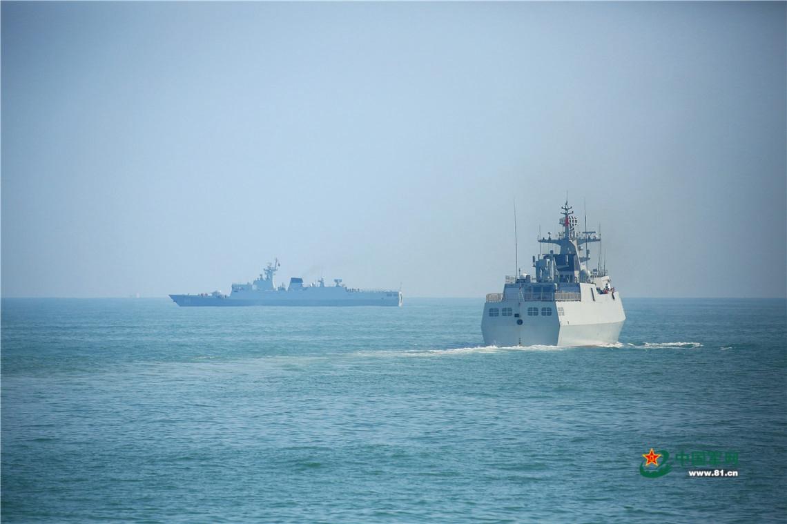 台媒:台军舰长期与解放军护卫舰在海峡中线对峙