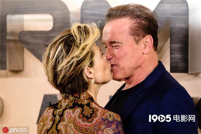 施瓦辛格亲吻汉密尔顿 《终结者》见证35年友情