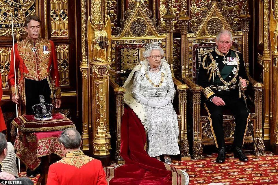 """英国女王第65个御座演讲 帝国皇冠再被""""闲置"""""""