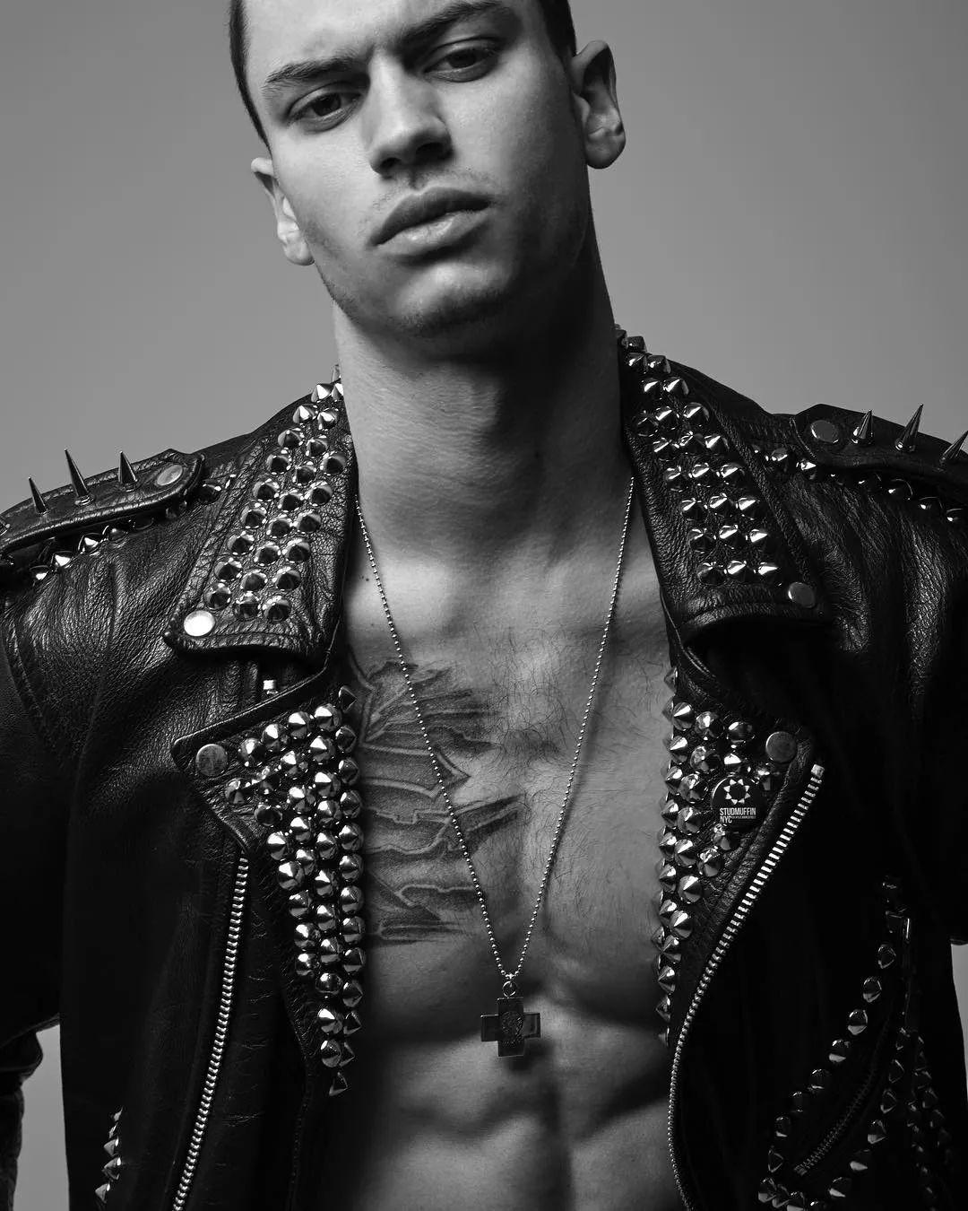 从Troye的男朋友到Mariah Carey的小男宠,这个男模找到了新门路!