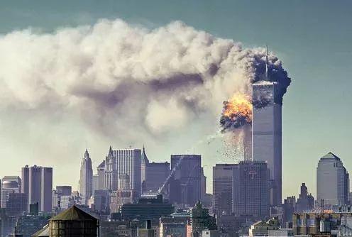(2001年9月11日,美國紐約世貿大廈、五角大樓先後遭受恐怖襲擊)