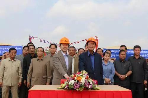 洪亮大使出席缅甸中国企业商会2018年新春联欢晚