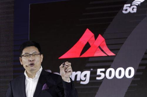 在MWC预沟通会上,华为发布了巴龙5000调制解调器,能在单芯片内实现2G、3G、4G、5G多种网络制式。图 东方IC