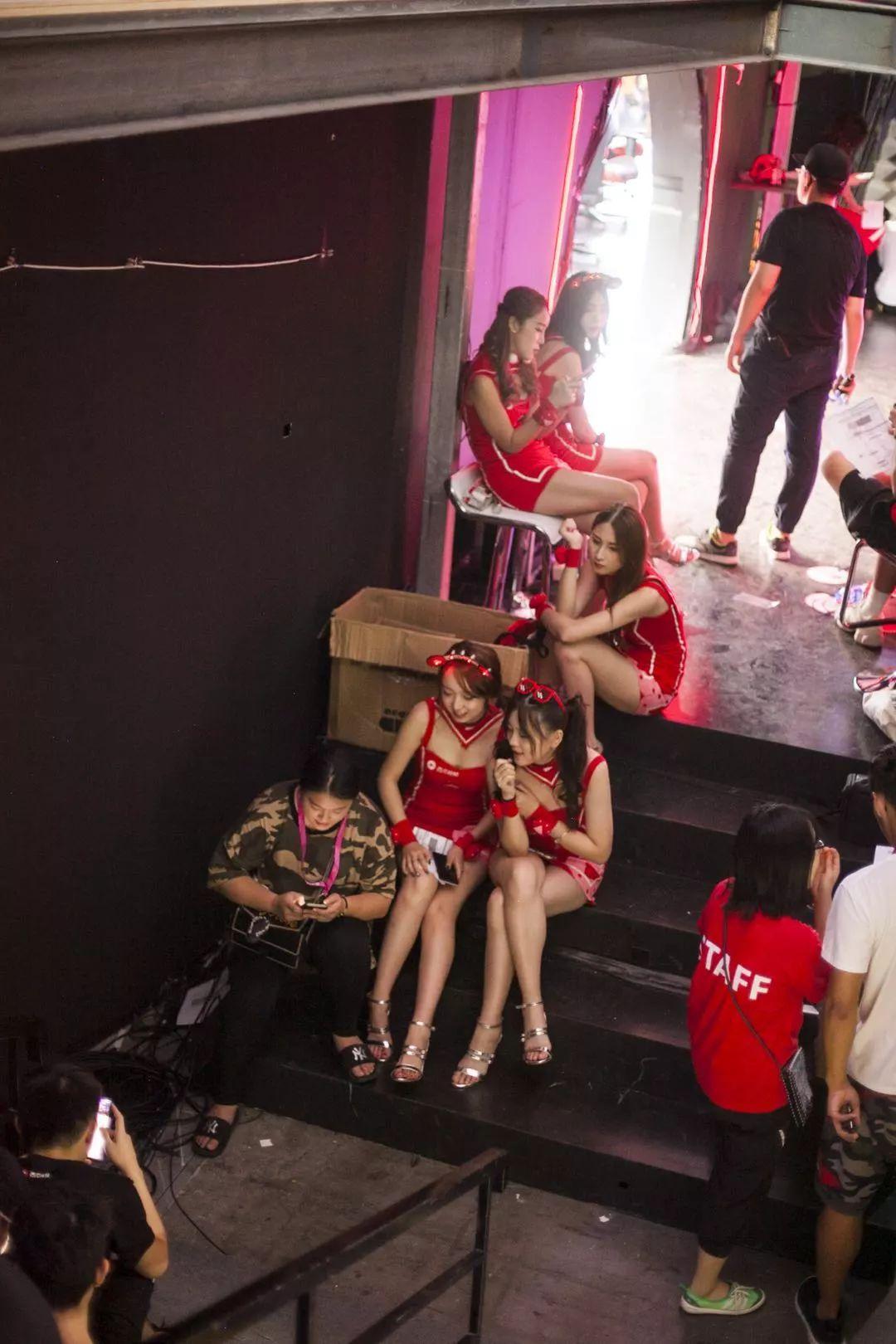我们跟拍了ShowGirl三天,也记录下宅男的猥琐